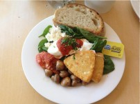 The vegetarian big breakfast included: rye bread, spinach leaves, tomatoes, marinated feta, sautéed mushrooms, hash browns and poached eggs.